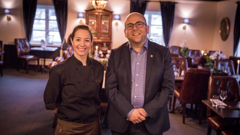 Kjøkkensjef Linda Bjørgan og hotelldirektør Magnus Müller Lysholm