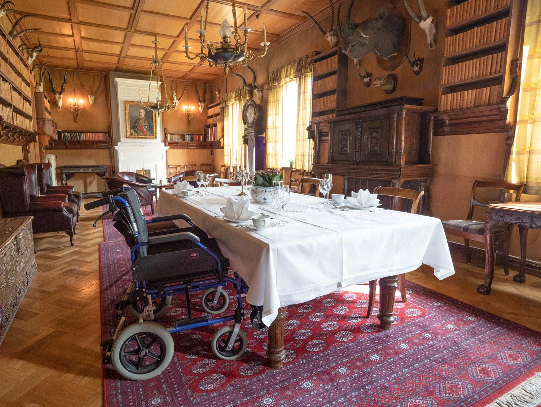 Tilgjengelighet for rullestolbrukere i biblioteket i herregården